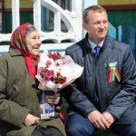 Для труженицы тыла Ольги Васильевны Калачевой цветы, подарки и концерт.